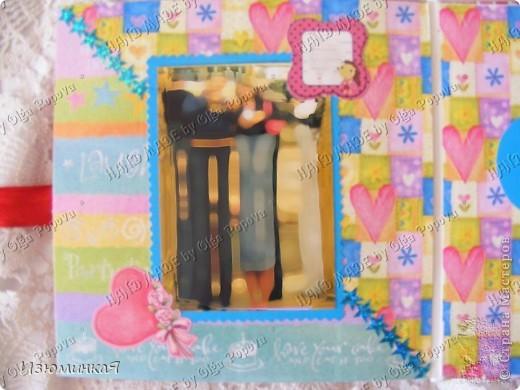 Это коробочка, в которой любимый получил свой подарок :) Украшения - атласные ленты и квиллинговый цветочек. фото 39
