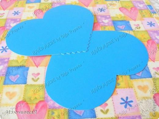 Это коробочка, в которой любимый получил свой подарок :) Украшения - атласные ленты и квиллинговый цветочек. фото 43