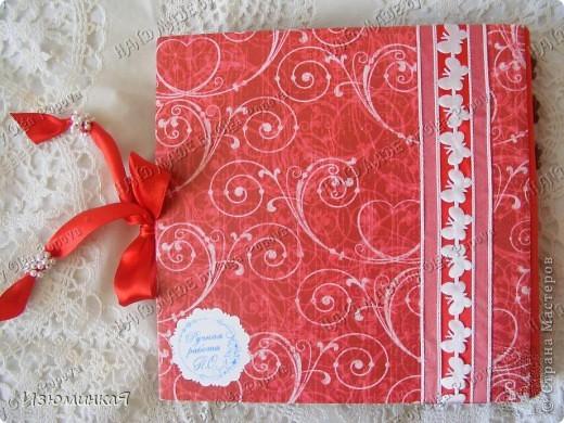 Это коробочка, в которой любимый получил свой подарок :) Украшения - атласные ленты и квиллинговый цветочек. фото 44