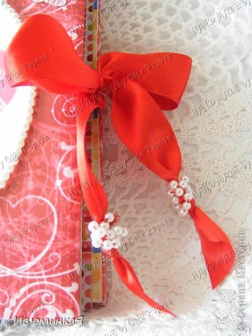 Это коробочка, в которой любимый получил свой подарок :) Украшения - атласные ленты и квиллинговый цветочек. фото 4