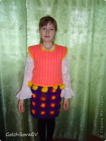 """Это фото было сделано перед конкурсом """"Леди стиль"""", в котором девочки - четвероклассницы  приняли участие в номинации """"Веселые петельки"""".  фото 3"""