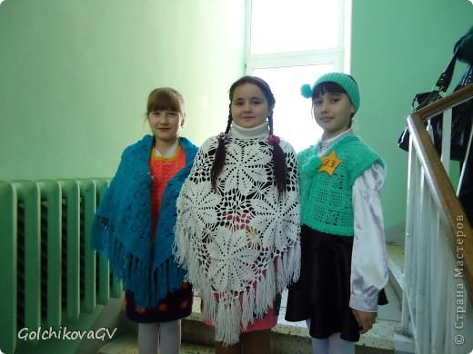 """Это фото было сделано перед конкурсом """"Леди стиль"""", в котором девочки - четвероклассницы  приняли участие в номинации """"Веселые петельки"""".  фото 1"""