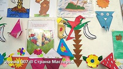 """Работаю в школьном лагере на 2 - ом сезоне. Наш отряд решили назвать """"Чудо - остров"""". Так выглядит наш отрядный уголок. С малышами провела 3 занятия по оригами. Результат - на стене (птички, мотыльки, сова, попугаи уютно уселись на пальмах и цветах). фото 6"""