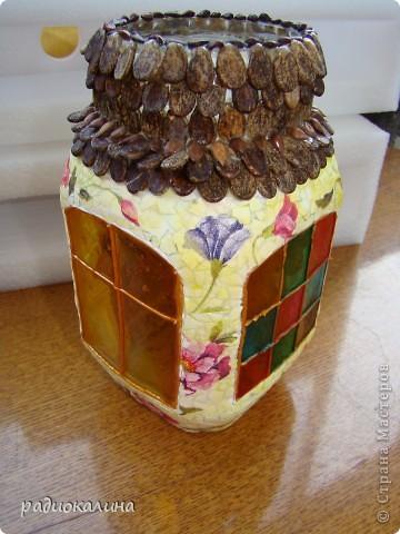 Жила-была стеклянная банка из-под кофе и приснился ей как-то сон да такой красивый и приятный: словно она преобразилась и стала домом, не просто домом, а домом, где согреваются сердца. фото 1