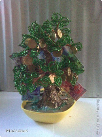 Вот такое денежное дерево сделала для нашей семьи. намучилась с дырочками в монетках, наш казахстанский тенге ни одно сверло не берет, пришлось по-старинке - дюбель и молоток :)))) использовать. фото 4