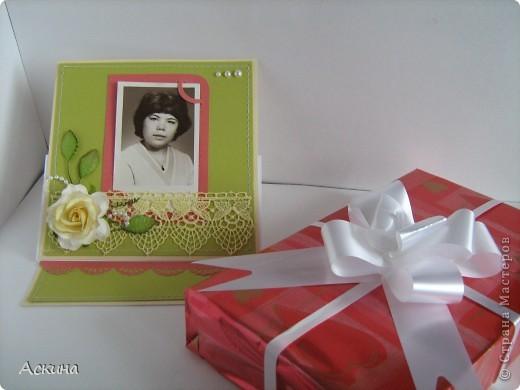 На день рождения мамы сделала я такую открытку-рамочку.  Что самое главное в подарке? Конечно же бантик!))) Бантиком я украсила книгу. Мама очень любит читать. фото 1