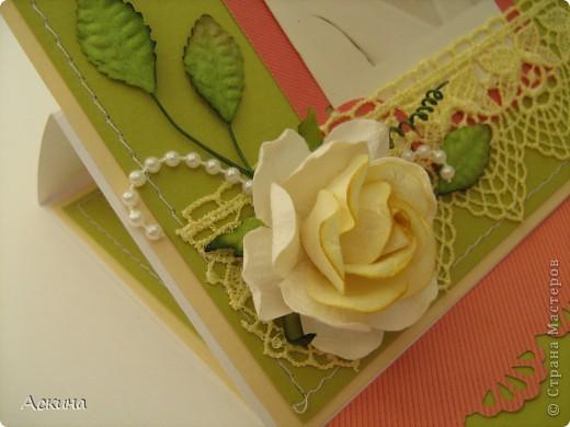 На день рождения мамы сделала я такую открытку-рамочку.  Что самое главное в подарке? Конечно же бантик!))) Бантиком я украсила книгу. Мама очень любит читать. фото 4