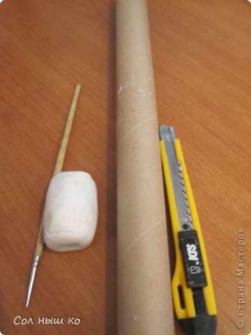 Нам нужны: 1.Палочка . 2.Пластика(белая). 3.Рулон от салфеток. 4.Перочинный нож.  фото 1