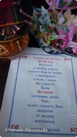 Есть музеи лучше.  Есть музеи хуже.  Усольский музей - единственный. Аналогов нет. 30 июля прошла очередная ярмарка (33) в Усольском музее, который находится на красивейшем берегу р. Уса, Шигонский район, а через Волгу находится город Тольятти. Я первый раз принимала в таком мероприятии участие - понравилось. На первом фото знаменитый чан для выварки соли, когда то обрабатывались местные солонцы и соль варили в таких емкостях. Он очень большой и очень тяжелый. К сожалению. чего то я не сфотографировала сам музей, настоящая русская изба, а внутри музей - очень интересные экспозиции... Следующая ярмарка 27 августа - приезжайте, пообщаемся... фото 7