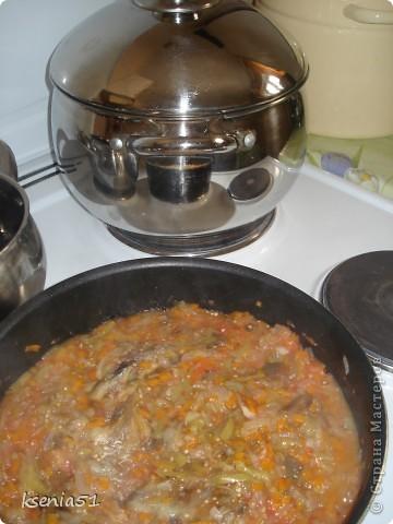 Насмотревшись и вдохновившись вашими вкусняшками, а особенно рулящими баклажанами Юли и Миши:))), осмелюсь предложить вашему вниманию одно из моих любимейших блюд. Научила меня его делать моя вторая мама, то есть любимая свекровь на Украине. фото 13