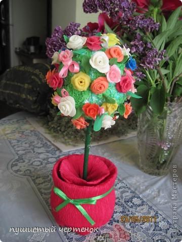 Насмотрелась на Ваши деревья и тоже захотела создать такое чудо. Цветы-холодный фарфор, палочка китайская-ствол, горшок-пластиковая бутылка в гофрированной бумаге. фото 1