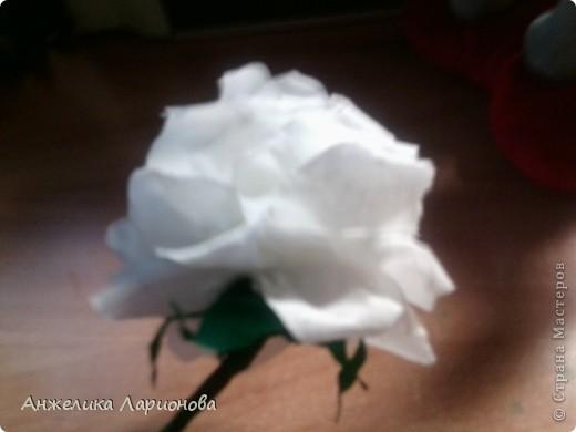 Вам потребуется:  Цветная гофрированная бумага – для цветка;  Зелёная гофрированная бумага – для чашелистиков и листьев;  Проволока «волосы ангела»;  Металлический стебель, шпажка (зубочистка).  Шаблоны лепестков (А и В), чашелистика (С) и листа (Д) фото 21