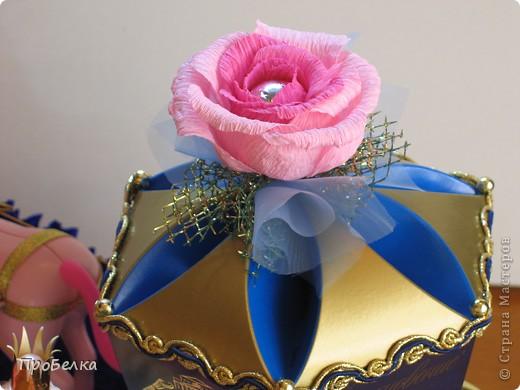 Идея не моя. Подобные работы есть на других сайтах, но я придумала в своём цвете, со своими конфетами... Девочке в подарок на день рождения(11 лет). Эдакая оформлялка коробок с конфетами, их 2: карета и платформа. Плюс симпатичные игрушки, если захочет поиграть ещё... фото 4