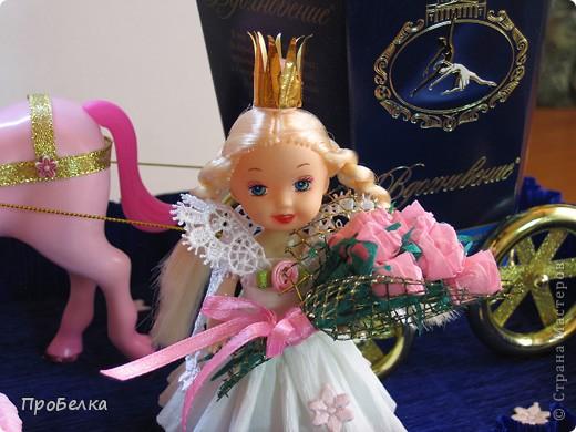 Идея не моя. Подобные работы есть на других сайтах, но я придумала в своём цвете, со своими конфетами... Девочке в подарок на день рождения(11 лет). Эдакая оформлялка коробок с конфетами, их 2: карета и платформа. Плюс симпатичные игрушки, если захочет поиграть ещё... фото 5