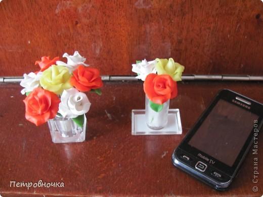 Насмотревшись на чужие розы, опять пытаюсь создать, что-то более совершенное. Вот впервые окрасила массу масляной краской, большой разницы с гуашью пока не ощутила. Но зато оценила совет варить массу в посуде с антипригарным покрытием. фото 7
