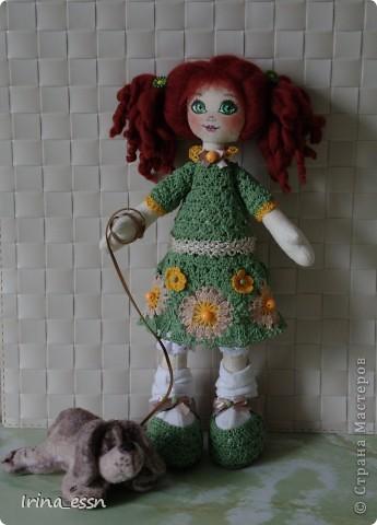 Это девочку зовут Рита. Она очень любит своего щеночка Санчика. Правда, он вышел неопределенной породы )))  фото 1