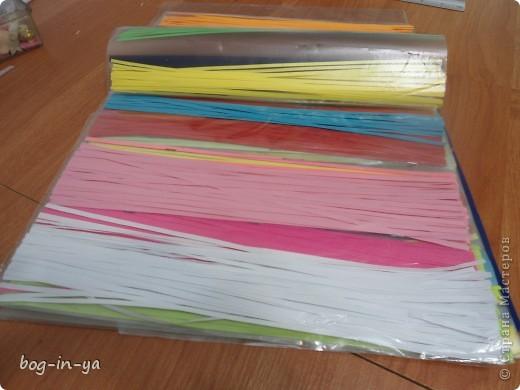 Наконец-то я купила себе резак для бумаги и смогла насладиться квиллингом. Попытки были конечно и до этого, но резать бумагу вручную не хотелось и все откладывалось до лучших времен. И они наступили... фото 3