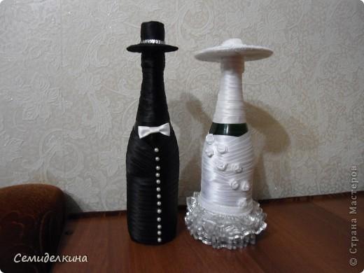 В преддверии свадьбы любимого брата решила я смастерить что-нибудь для них. Так как ни о каком декоре, кроме обычных бутылок у них даже мыслей не было, я надумала хоть как-то их украсить. фото 4