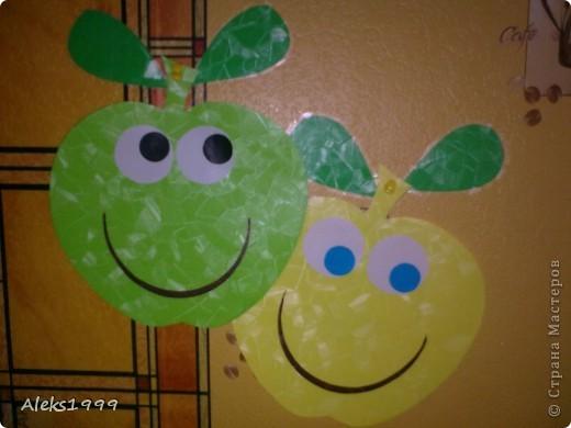 Очень легкий и короткий МК. Решила украсить кухню. И сделала такие вот веселенькие яблочки. Они очень легки в исполнение и их может сделать даже ребенок. Начнем фото 1