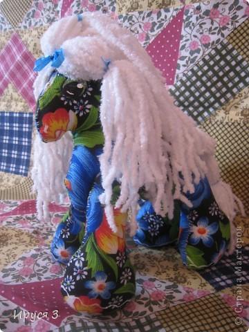Лошадку сшила Маришка сама , я только помогла соединить ноги с туловищем ( ножки у лошадки двигаются ) и глазки нарисовала ... фото 1