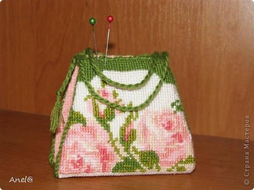 Вышитая крестом сумочка-игольница фото 1