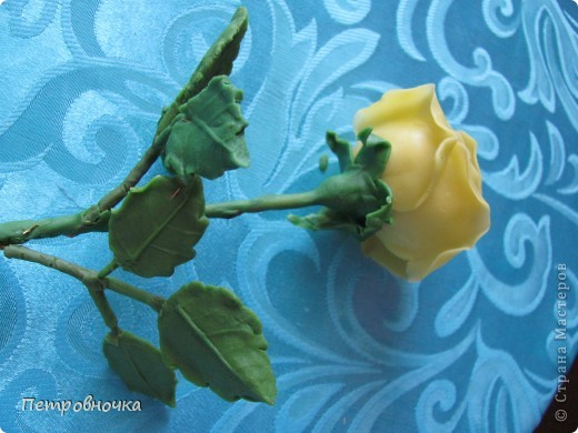 Вот вчера сваяла еще розу. фото 3