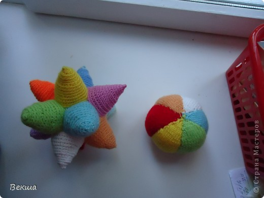 Развивающие мячики-погремушки фото 2