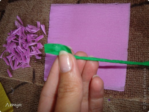 """Цветы из гофрированной бумаги. У сестры свадьба, сделала для выкупа, т.к. тематика выкупа """"Цветочный магазин"""". фото 11"""