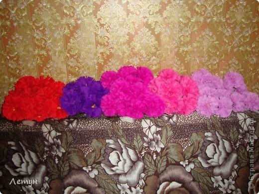 """Цветы из гофрированной бумаги. У сестры свадьба, сделала для выкупа, т.к. тематика выкупа """"Цветочный магазин"""". фото 17"""