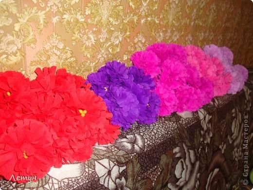 """Цветы из гофрированной бумаги. У сестры свадьба, сделала для выкупа, т.к. тематика выкупа """"Цветочный магазин"""". фото 1"""