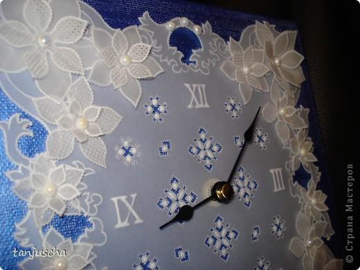 Сегодня доделала часы в технике пергамано. Вставила им механизм теперь тикают.Цветочки сделаны в 3д из пергамента.  фото 3