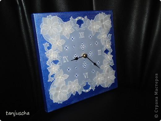 Сегодня доделала часы в технике пергамано. Вставила им механизм теперь тикают.Цветочки сделаны в 3д из пергамента.  фото 1
