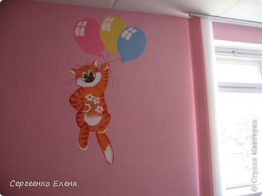 К новому учебному году в спальнях нашего дошкольного учреждения воспитатели самостоятельно сделали ремонт. А моя задача была росписать стены и сделать все в едином (для всего сада) стиле. Старалась, как могла. Посмотрите, что получилось. фото 8