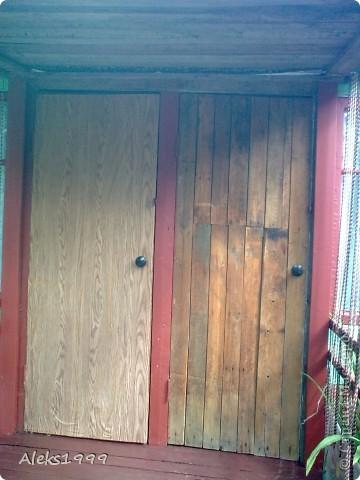 Это наш садовый домик. Сначала мы хотели завести кур, а потом решили что сделаем домик для себя. Вот строительство нашего домика почти подошло к концу. Осталось поклеить обои в одной комнате, доделать дверь. фото 2