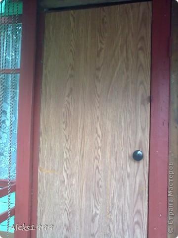 Это наш садовый домик. Сначала мы хотели завести кур, а потом решили что сделаем домик для себя. Вот строительство нашего домика почти подошло к концу. Осталось поклеить обои в одной комнате, доделать дверь. фото 10