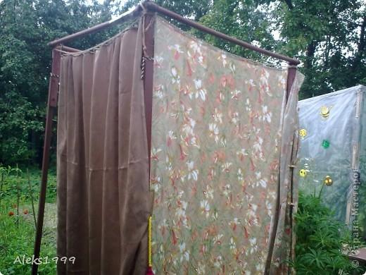Это наш садовый домик. Сначала мы хотели завести кур, а потом решили что сделаем домик для себя. Вот строительство нашего домика почти подошло к концу. Осталось поклеить обои в одной комнате, доделать дверь. фото 19