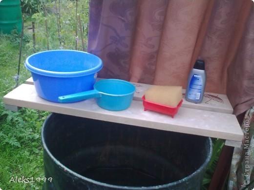Это наш садовый домик. Сначала мы хотели завести кур, а потом решили что сделаем домик для себя. Вот строительство нашего домика почти подошло к концу. Осталось поклеить обои в одной комнате, доделать дверь. фото 20