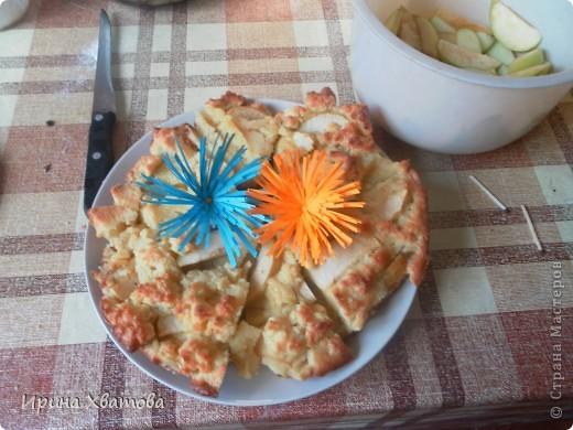 яблочный пирог с цветами.