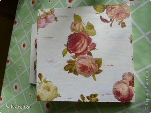 Подставка под цветы спокойно выдерживает такую вазу с цветами. фото 4
