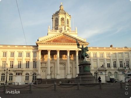 Вот мы и приехали в Брюссель,и сразу же пошли в центр ,Это площадь Императоров если не ошибаюсь а это и памятник одному из них фото 3