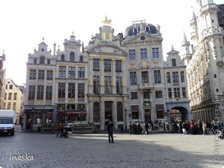 Вот мы и приехали в Брюссель,и сразу же пошли в центр ,Это площадь Императоров если не ошибаюсь а это и памятник одному из них фото 7