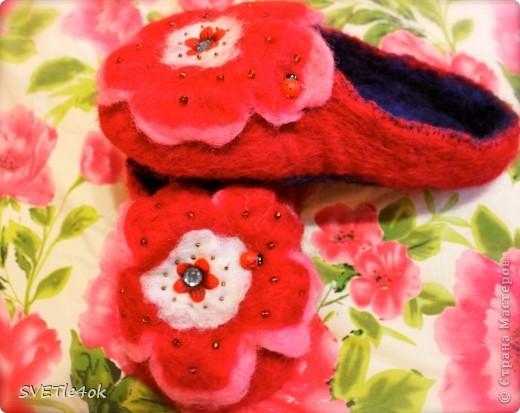 Ещё одни милахи) Бабуля увидев мои розовые тапочки, разохалась, что 100% шерсть, полезно для ног, как бы ей такие) Легко! фото 1