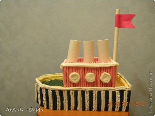 Здравствуйте! Все делают тортик из гофротрубочек по МК Татьяны Просняковой http://stranamasterov.ru/node/31491?tid=451 А мои ребята сделали Пароход! фото 1