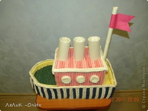 Здравствуйте! Все делают тортик из гофротрубочек по МК Татьяны Просняковой http://stranamasterov.ru/node/31491?tid=451 А мои ребята сделали Пароход! фото 2