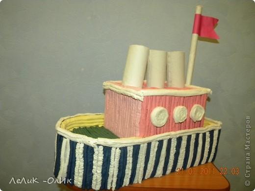 Здравствуйте! Все делают тортик из гофротрубочек по МК Татьяны Просняковой http://stranamasterov.ru/node/31491?tid=451 А мои ребята сделали Пароход! фото 3