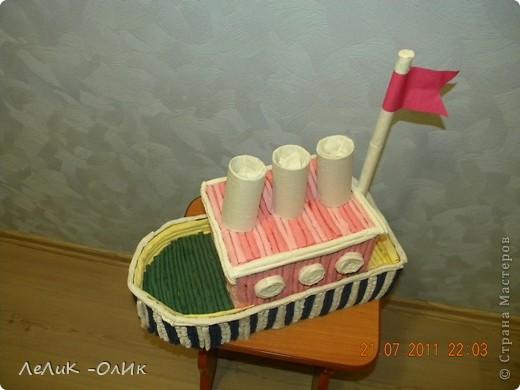 Здравствуйте! Все делают тортик из гофротрубочек по МК Татьяны Просняковой http://stranamasterov.ru/node/31491?tid=451 А мои ребята сделали Пароход! фото 4