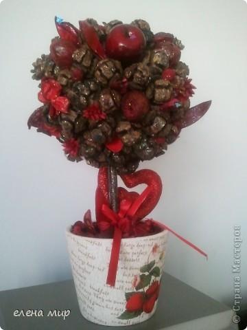 одна из первых моих работ.шишечное деревце ко дню валентина