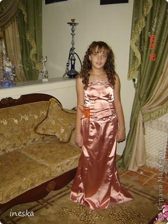 Традиционный алжирский костюм который одевает невеста в городе Тлимсене я его сфоткала в магазине А на заднем плане бижутерия и золото,а также ожерелья из жемчуга,которые одеваются с этим костюмом фото 16