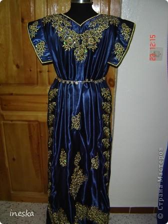 Традиционный алжирский костюм который одевает невеста в городе Тлимсене я его сфоткала в магазине А на заднем плане бижутерия и золото,а также ожерелья из жемчуга,которые одеваются с этим костюмом фото 7