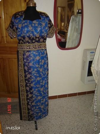 Традиционный алжирский костюм который одевает невеста в городе Тлимсене я его сфоткала в магазине А на заднем плане бижутерия и золото,а также ожерелья из жемчуга,которые одеваются с этим костюмом фото 12